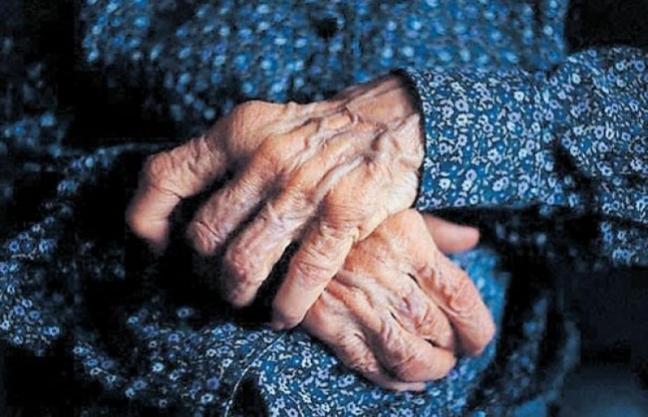 manos-anciana